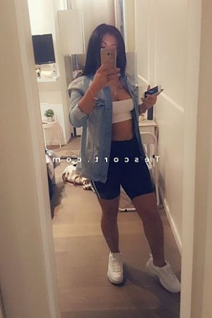 Emilly ladyxena escort girl
